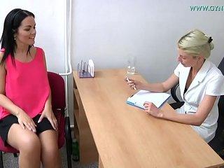 Vanessa (32) went to her gynecologist