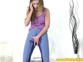 Solo pee fetish babe splashing in her piss